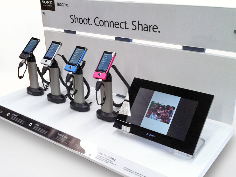 Interactive shelf display for digital camera consumer electronics products in retail for Sony designed by ResMed by Genesis Retail Displays 3