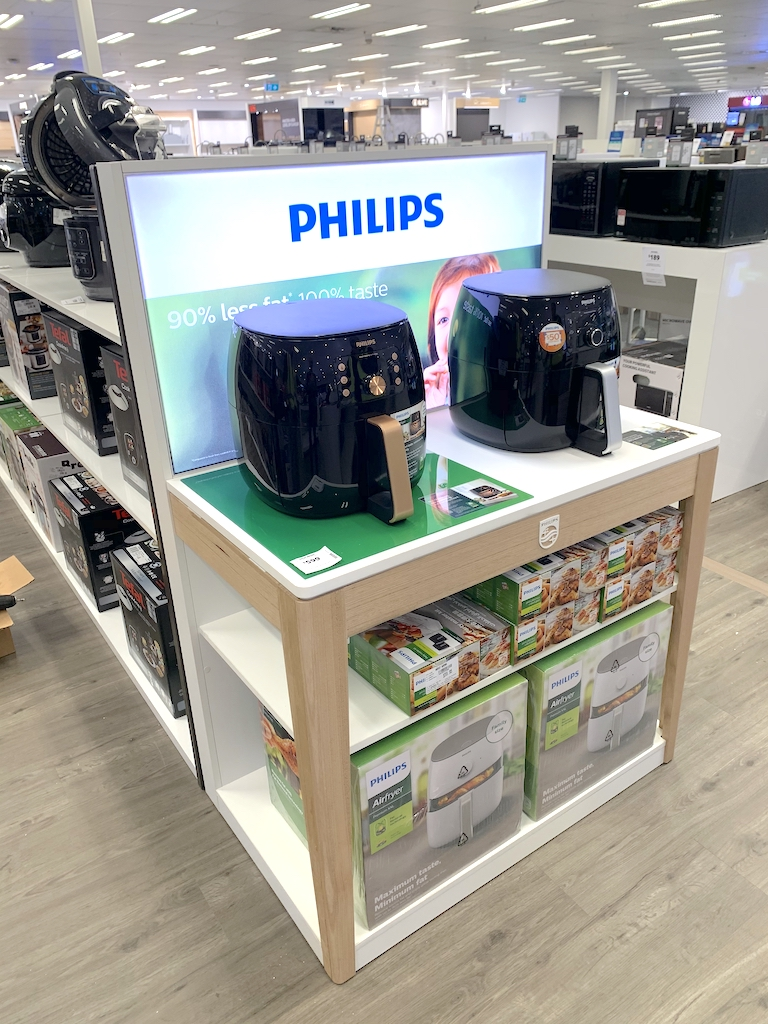 Cooking Appliances Philips-Cooking-Appliance-Permanent-End-Cap-Display-designed-by-POS-Agency-Genesis-Retail-Displays