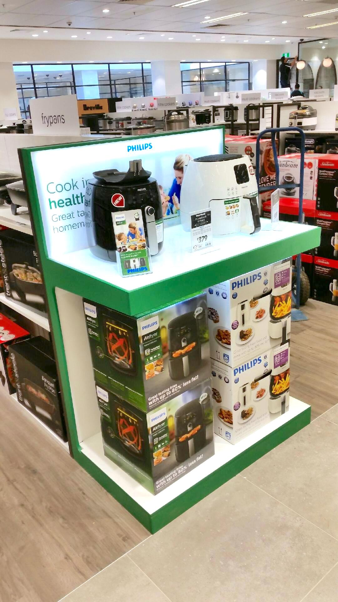 Philips-Cooking-Appliances-Permanent-End-Cap-Display-designed-by-POS-Agency-Genesis-Retail-Displays